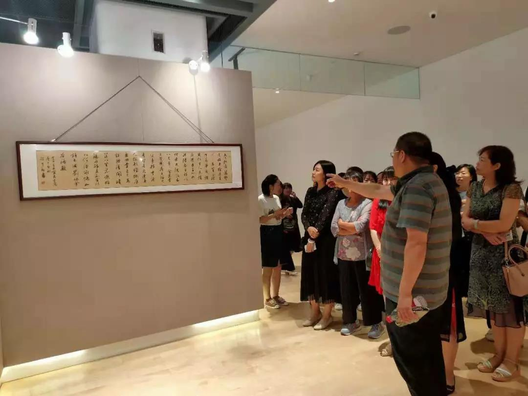 翰墨飘香,香河妇联组织妇联干部参观庆祝人民政协成立70周年书画展