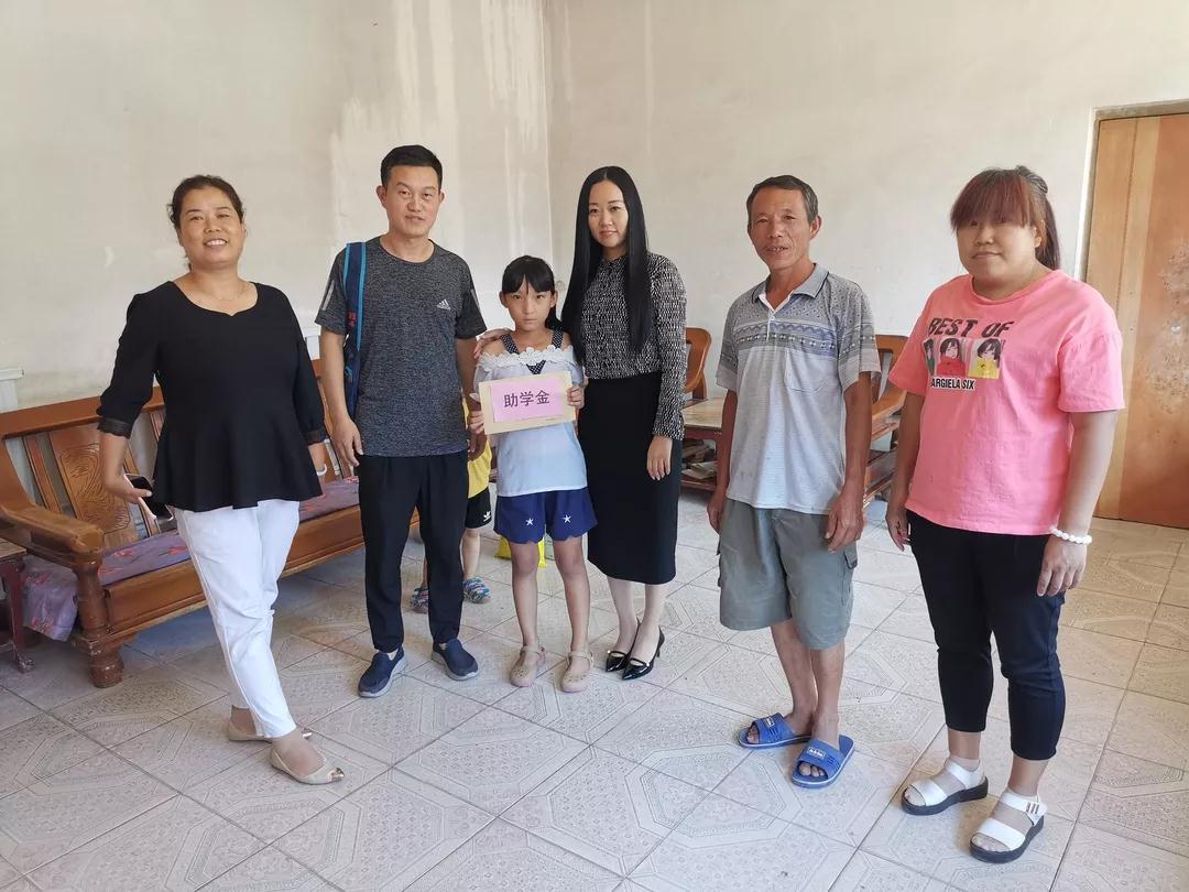 固安县各级妇联组织开展慰问困境儿童活动