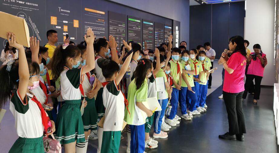 欢庆六一 儿童友好——固安县儿童研学成长项目正式启动之走进固安县规划馆